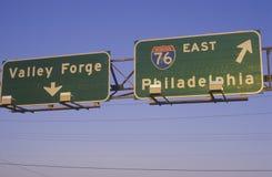Ett tecken för mellanstatliga 76 i den Philadelphia och dalsmedjan Arkivbild