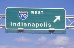 Ett tecken för mellanstatliga 70 som är västra i Indianapolis Arkivbild