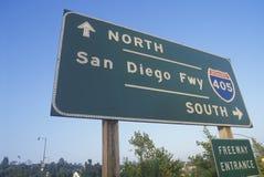 Ett tecken för motorvägingången för 405 San Diego Royaltyfria Foton