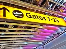 Ett tecken på Heathrow flygplatsterminal 4 Royaltyfri Fotografi