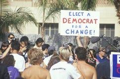 Ett tecken, som läser ï¿ ½, väljer en demokrat för en changeï¿ ½ Fotografering för Bildbyråer