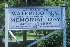 Ett tecken som läser välkomnande för ï¿ ½ till Waterloo N Y _ arkivbilder