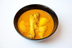 Ett thailändskt matfelanmälan KAENG MUSSAMUN KAI Royaltyfria Bilder