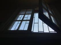 Ett tillbaka tänt tappningfönster Arkivfoton