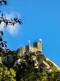 Ett torn av den moriska slotten i Sintra, Portugal Arkivbild