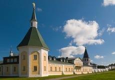 Ett torn för klosterhärbärge (zimogorskaya) av århundradet XVIII Royaltyfri Foto