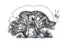 Ett träd i en magisk skog, ett hus för trollkarl` s Fotografering för Bildbyråer