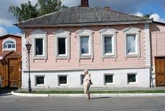 Ett trähus kolomna kremlin russia Arkivfoton
