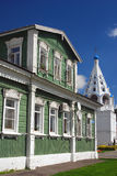 Ett träuppehällehus kolomna kremlin russia Fotografering för Bildbyråer