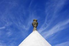 Ett traditionellt koniskt tak av trulloen royaltyfria foton