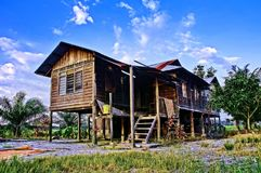 Ett traditionellt malajiska timmerhus i Perak, Malaysia royaltyfria foton