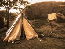 Ett traditionellt nordiskt viking tält i sepiafärg Arkivfoto