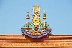 Ett traditionellt tak av den kinesiska templet i Thailand Fotografering för Bildbyråer