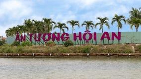 Ett Tuong Hoi An tecken med plamträd i bakgrund, Thu Bon River, Hoi An royaltyfria foton