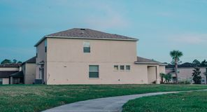 Ett typisk hus i Florida royaltyfri fotografi