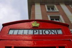 Ett typisk rött London telefonbås Royaltyfri Foto
