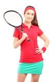 Ett ungt kvinnligt innehav ett tennisracket Arkivfoto