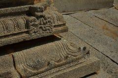 Ett utsmyckat hörn av musiker`-mantap inom Vijaya Vittala Temple på Humpi arkivfoton