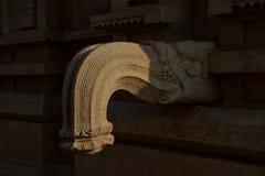 Ett utsmyckat uttag för liqiuids från Hazara Rama Temple, Hampi, Karnataka, Indien royaltyfri bild