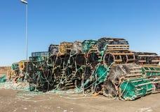 Ett val av hummerkrukor på land, i det lilla fiskeläget Lista, Norge royaltyfria bilder
