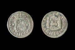 Ett verkligt mynt för spansk halva 1752, kallade 'ett picayune 'i Förenta staterna Isolerat på svart royaltyfria foton
