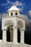 Ett vitt kapell med klockor Royaltyfri Foto