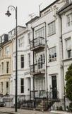 Ett vitt radhus i London Royaltyfri Bild