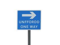 Ett walesiskt vägvägmärke som är på engelska och Royaltyfria Bilder