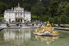 Ettal, Alemanha, o 23 de julho de 2015: Castelo Linderhof no Bavarian A Imagem de Stock