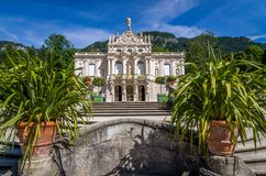 Ettal, Niemcy, 14 2017 Sierpień: Piękny królewiątko pałac w Linderhof, Bavaria, Niemcy zdjęcie royalty free