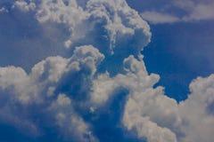 Ettformat molnbildande Arkivfoton