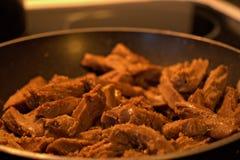 Etwas k?stliches Fleisch des strengen Vegetariers f?r Abendessen oben kochen lizenzfreies stockfoto