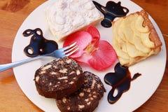 Etwas Kuchen- und Schokoladennachtisch Stockfotos