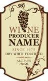 Etykietka dla wina z gronowego winogradu i winogrona wiązką royalty ilustracja