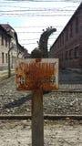 Etykietka na elektrycznym ogrodzeniu w Auschwitz Obrazy Royalty Free