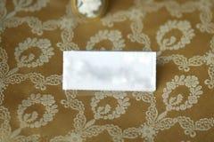 Etykietka stojak na antykwarskim kwiecistym tle Fotografia Royalty Free