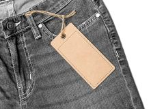 Etykietki metki mockup na niebieskich dżinsach zdjęcie stock