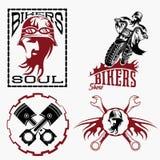 etykietki z rowerzysty mężczyzna, motocyklem i napraw narzędziami, ilustracja wektor