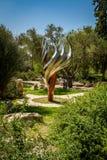 Etzioni火焰雕塑在布龙菲尔德庭院,耶路撒冷 免版税库存照片