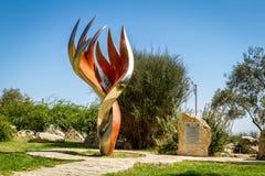 Etzioni火焰雕塑在布龙菲尔德庭院,耶路撒冷 免版税库存图片