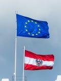 EU旗子和旗子奥地利 免版税库存照片