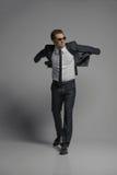 Eu acredito que eu posso voar. Comprimento completo de homens de negócios novos seguros Foto de Stock Royalty Free