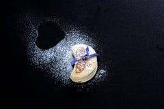 Eu amo cookies, com a forma de um coração feito com suga da baunilha Imagem de Stock Royalty Free