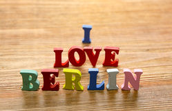 Eu amo letras de Berlim na madeira Imagens de Stock