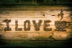 Eu amo o café, feijões de café usados para soletrar Fotografia de Stock Royalty Free