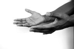 Eu estou aqui - duas mãos b/w fotografia de stock