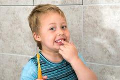 Eu estou indo limpar os dentes Imagem de Stock