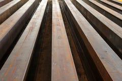 Eu-feixes oxidados arranjados nas fileiras Imagens de Stock