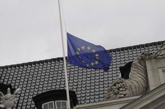 EU_FRENCH-FLAGGE AN FRANZÖSISCHER BOTSCHAFT HALP MAST_AT Stockbilder
