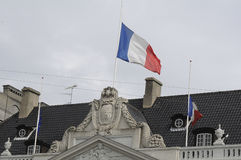 EU_FRENCH VLAG BIJ DE FRANSE AMBASSADE VAN HALP MAST_AT Royalty-vrije Stock Foto's